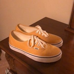 Vans low top good condition barely worn